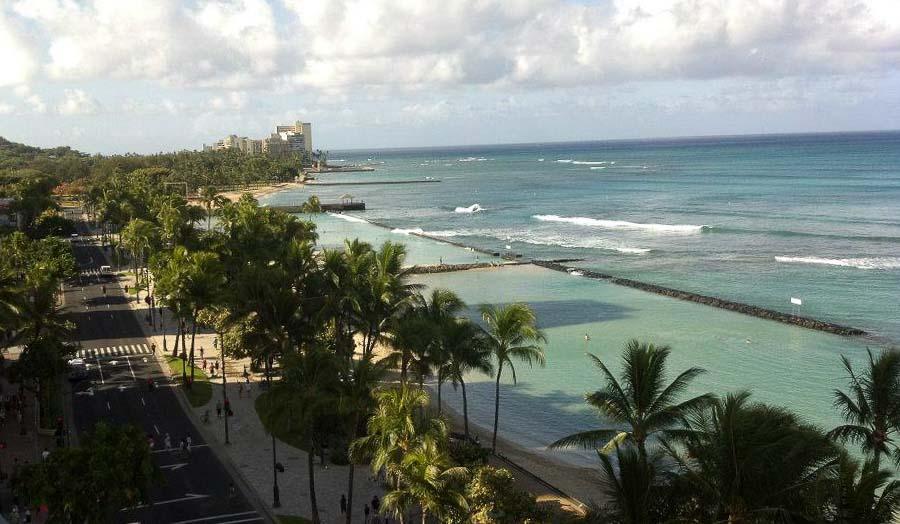 Free Hula show at Kuhio Beach in Waikiki