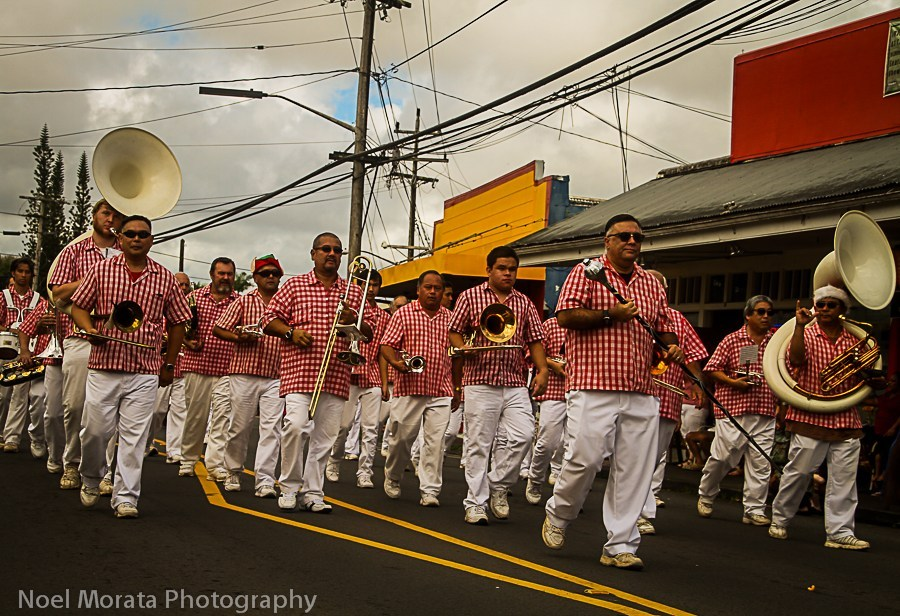 Hawaii-county-band-at-Christmas-parade