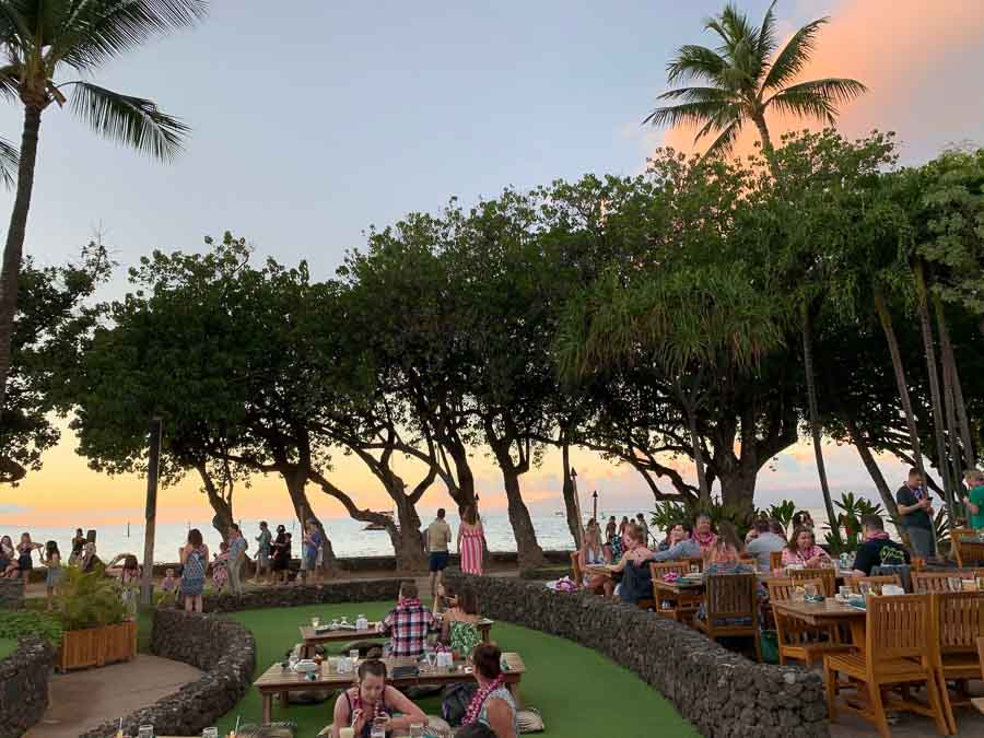 A lovely Maui luau ocean front setting