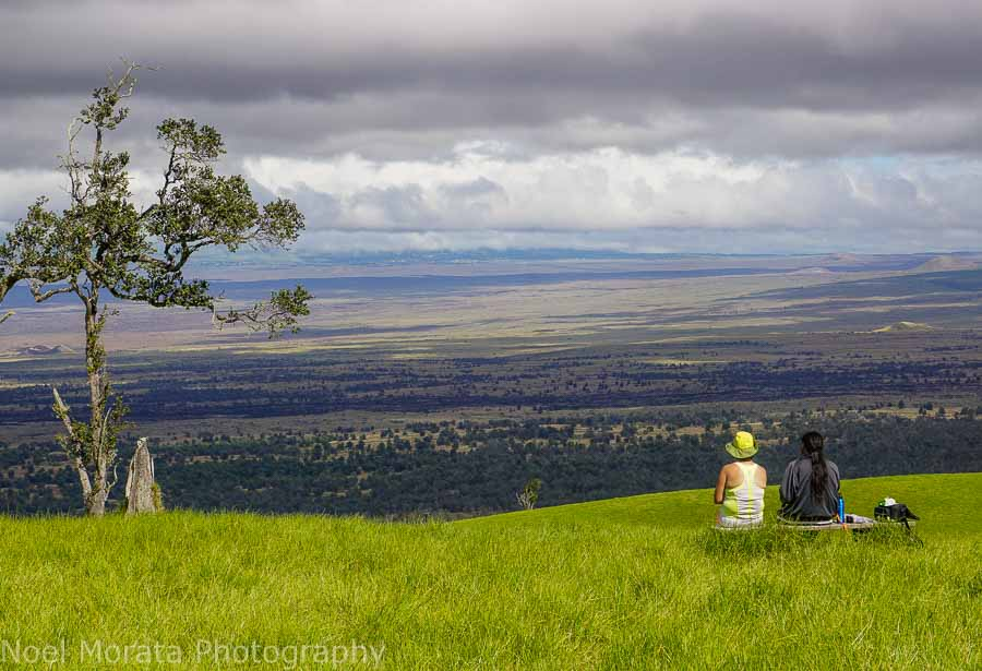 Enjoying a bench and views at  Pu'uwa'awa'a