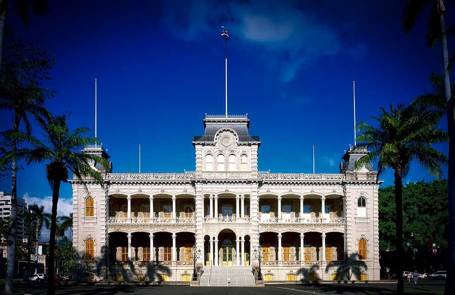 Visit Iolani palace virtually in 3D