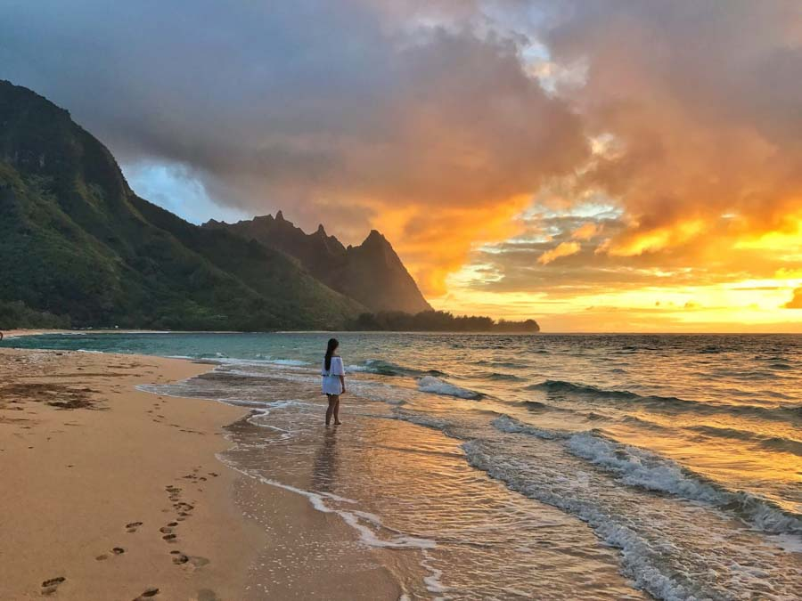 Tunnels beach in the Na pali coastline at sunset