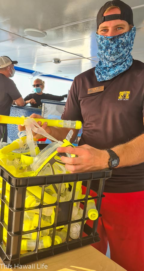 passing out snorkeling sets for the snorkel kona experience