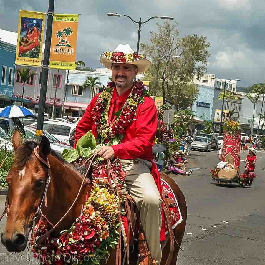 Merry Monarch Parade with horseback riders