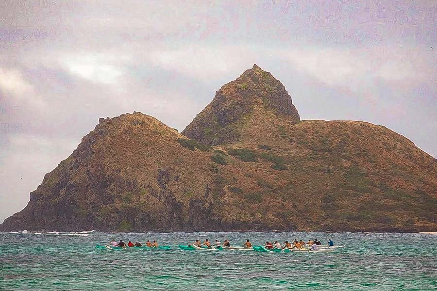 """Watch the """"Paddling"""" action at the Kailua beach park"""