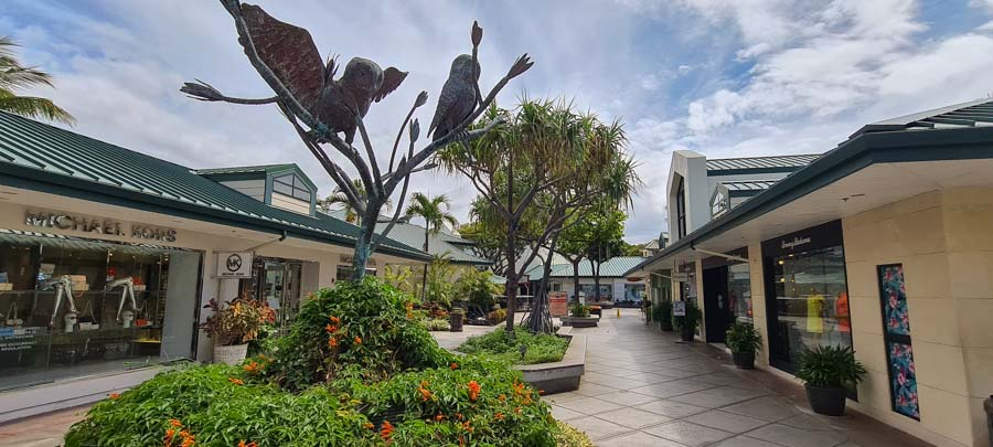 Shop, dine and hang out at the Kings and Queens shopping courts