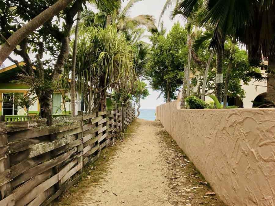Lanikai beach access pathways to get to the beach