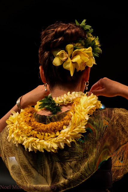 What is the meaning of giving lei in Hawaii?