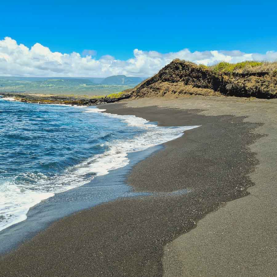 The black and green sand beach at Kamehame