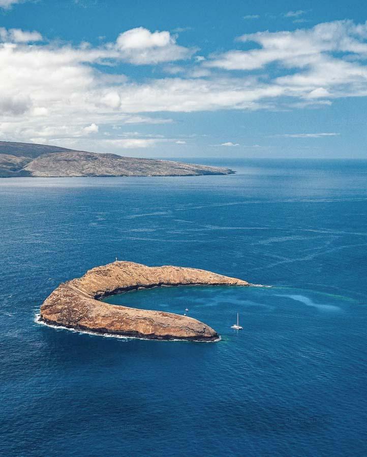 Take a snorkeling sailing experience to Molokini